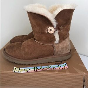 UGG Boots bailey button chestnut kids size 6